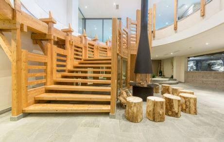 hôtel mer de glace – ambiance bois pierres grises