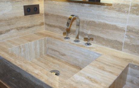Salle de bain total look pierre